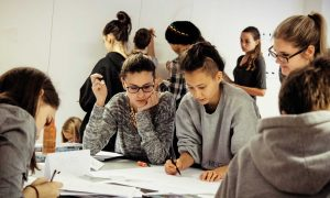 Gestaltungsschule Zürich mit umfassendem Angebot an gestalterischen Kursen: Gestalterischer Vorkurs, Vorbereitungskurs zur Vorkurs-Prüfung und gestalterische Schnupperwochen.